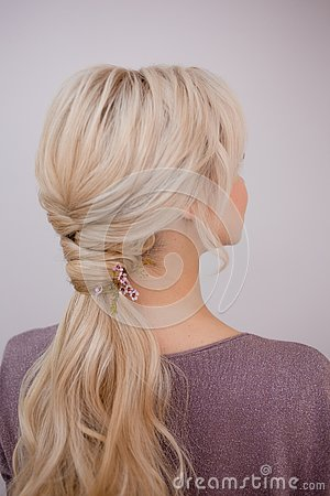 Free Portrait Of An Elegant Young Woman With Blond Hair. Trendy Hairstyle Royalty Free Stock Photos - 134060638