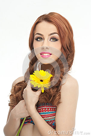 Free Portrait Of Beautiful Girl In Studio With Yellow Chrysanthemum In Her Hands. Sexy Young Woman With Blue Eyes With Bright Flower Royalty Free Stock Photos - 43368788