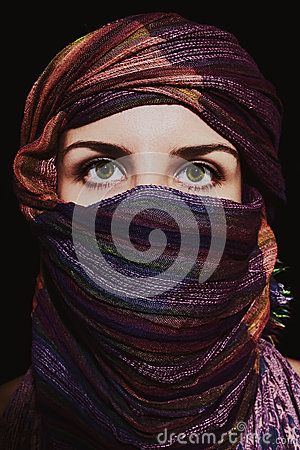 Free Portrait Of Beautiful Green-eyed Woman In Hijab Royalty Free Stock Photo - 29833025