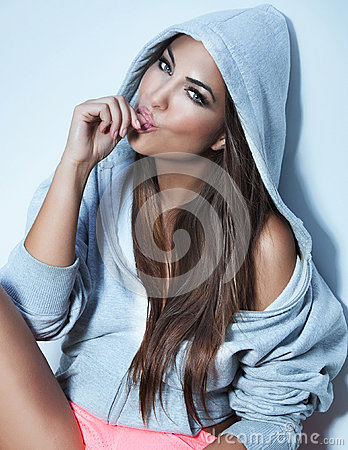 Free Portrait Of Beautiful Woman Royalty Free Stock Photography - 32739967