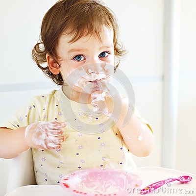 Free Portrait Of Eating Baby Girl With Dirty Face In High Chair Stock Photo - 67125090