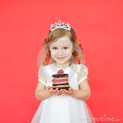 Free Portrait Of Joyful Little Girl With Cake Celebrating Her Birthday Stock Photo - 73529390