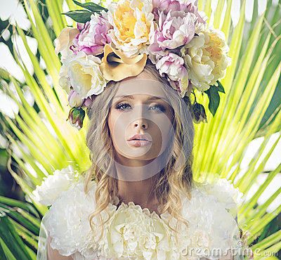 Free Portrait Of The Beautiful Woman With Flowery Hat Stock Images - 40906914
