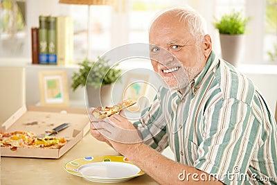 Best seller des raisons de détèster Algernon Portrait-senior-having-pizza-16618109