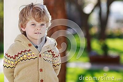 portrait-smiling-blond-toddler-boy-outdo