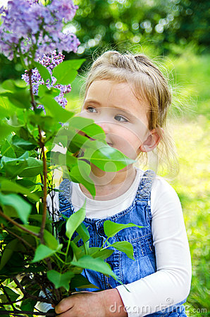 Portrait of smiling cute little girl outdoors