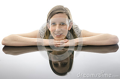 Smiling young woman leaning on a table