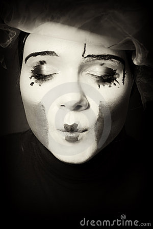 Portrait of the surprise mime