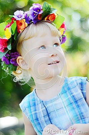 Portret dziewczyna troszkę