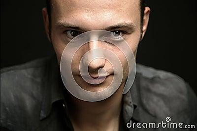 Portret van de jonge mens
