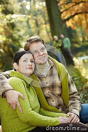 Tevreden paar in park