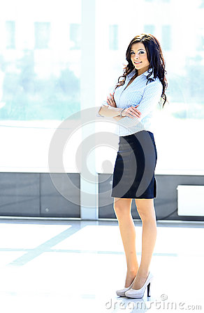 Portret van een jonge bedrijfsvrouw in een bureau