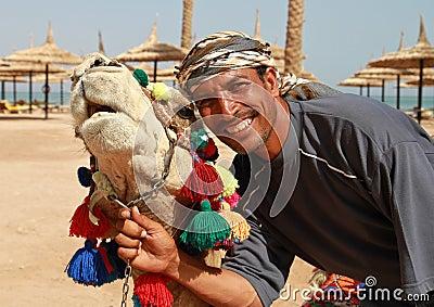 Portret van kameel en beduin