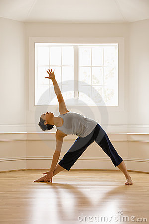 Posa del triangolo di yoga