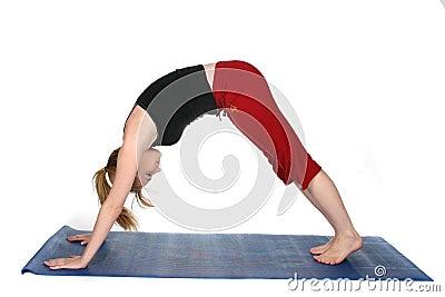 Posición boca abajo de la yoga del perro
