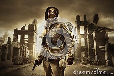 post-apocalyptic-survivor-gas-mask-28200
