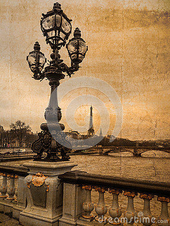 Free Postcard Of Paris In Antique Look: Historic Candelabra With Eiffel Tower In The Background Stock Photo - 74846180