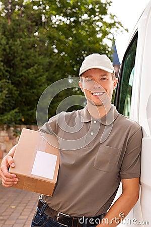Postdienst - Anlieferung eines Pakets