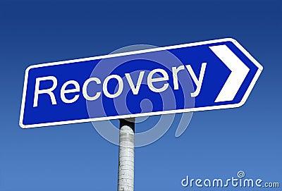 Poste indicador a lo largo del camino a la recuperación.
