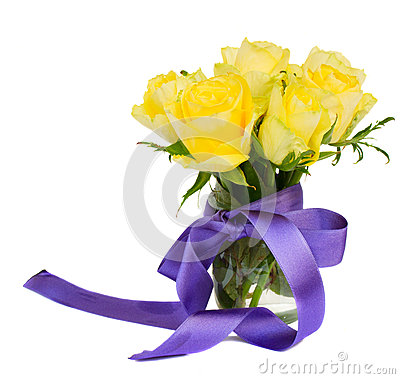 Posy of yellow roses