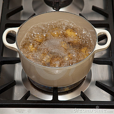 Free Potatoes Boiling In Pot Royalty Free Stock Photos - 11813768