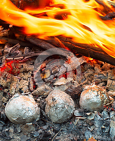 Free Potatoes In The Fire Stock Photos - 64871663