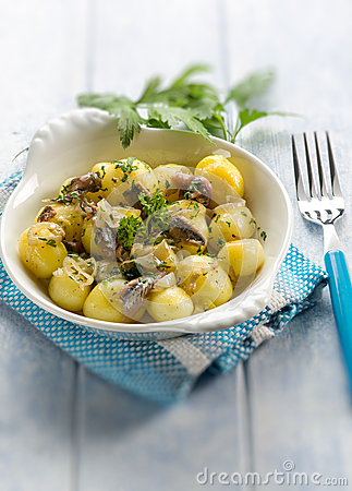 Potatoes salad with anchovies