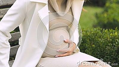 Potomstwo damy uczucia ciężarny ból w brzuchu, strach gubić dziecka, prenatal opieka zbiory wideo