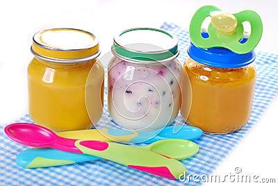 Pots avec l aliment pour bébé