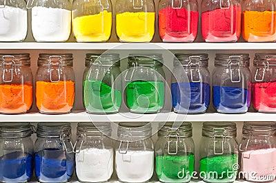 diffrents pots du sable brillamment color sur ltagre - Sable Colore