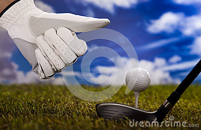 Pouces vers le haut sur le golf
