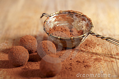 Poudre de cacao de truffes de chocolat époussetée