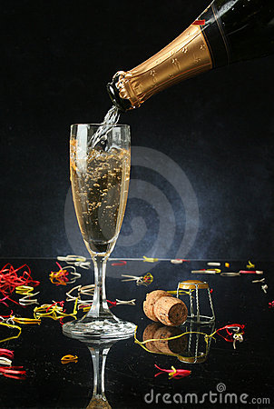 Free Pouring A Champagne Flute Stock Photography - 1456632