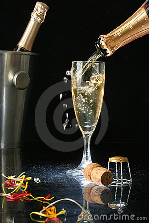 Free Pouring A Champagne Flute Royalty Free Stock Photos - 1456648