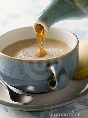 Free Pouring A Cup Of Tea Stock Images - 5931904
