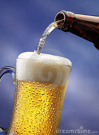 Free Pouring Beer Stock Photography - 5000172