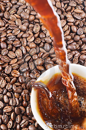 Free Pouring Coffee And Coffee-beans Stock Images - 1913264