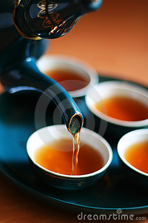 Free Pouring Tea Royalty Free Stock Photography - 2829447