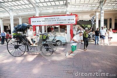 Pousse-pousse sur le défilé de véhicule de cru Photo stock éditorial