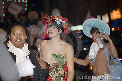 Povos da parada de Halloween Foto Editorial