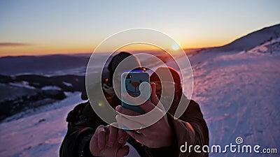 Povos do inverno de Selfie do por do sol Slowmotion filme