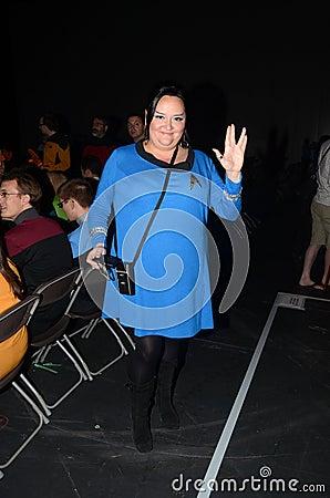 Povos trajados no destino Star Trek nas zonas das docas 20 de Londres Fotografia Editorial