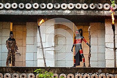 Pré-Hispanique Mayans dans la jungle Photo éditorial