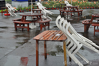 Présidences au-dessus des tables en café fermé