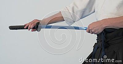 Pr?tica mestra de Iaido Demonstra??o das artes marciais no dodjo video estoque