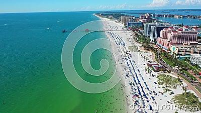 Prachtige luchtfoto van Clearwater Beach Florida stock footage