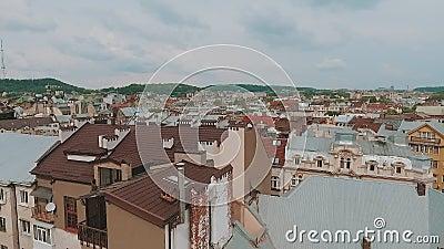 Prachtige luchtfoto van huizen, daken, Europese oude stad stock footage