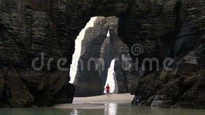 Praia ή Playa de las Catedrais Cathedral παραλία, Ribadeo, Γαλικία, απόθεμα βίντεο