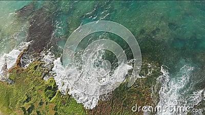 Praia de Pantai Tegal Wangi, ilha de Bali indon?sia Silhueta do homem de neg?cio Cowering video estoque