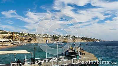 Praia em Egipto Recurso na costa e no cais de Mar Vermelho Lapso de tempo vídeos de arquivo